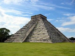 Chitchen Itza. Ruinas de La Maya en Mexico. La serpiente es muy importance a la cultura maya.