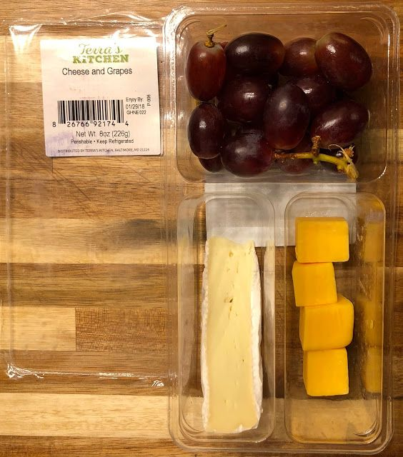 Red Grapes, Brie & Cheddar Cheese Snack Box