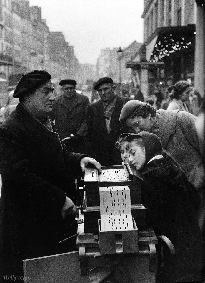 France. Listening to the music, Rue de Sèvre, Paris, 1955 // Willy Ronis