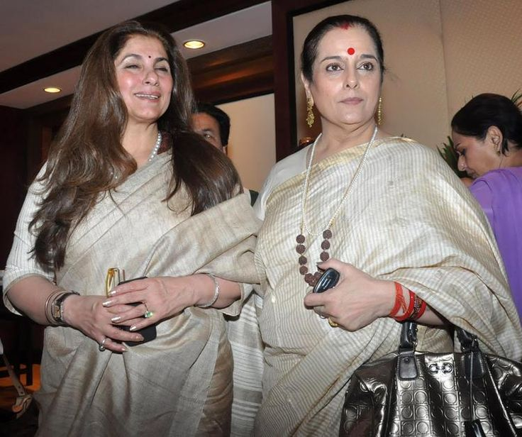 Poonam Sinha Pose With Dimple During Rajesh Khanna's Statue Launch Event