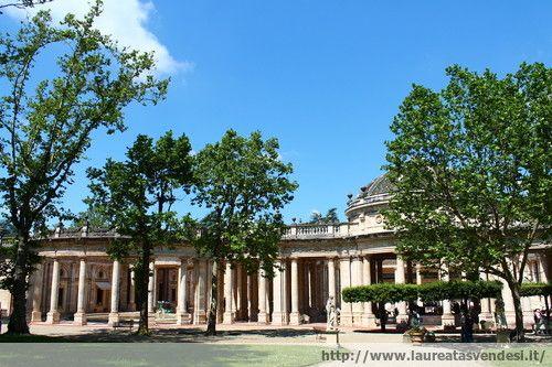 Il colonnato in marmo dello stabilimento termale Tettuccio a Montecatini Terme, in Toscana