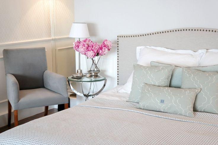 MINT GREY New York Style Interiors | produkty - meble; Łóżko BRISTOL; Beautiful Headboard; Mint Quatrefoil Pillows Cushions