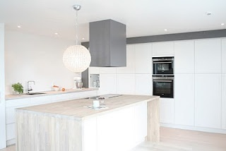 I love this kitchen! If only we had this much space.