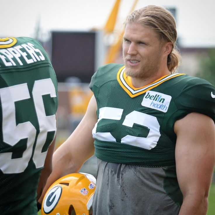 green bay haircut clay matthews is back at practice today packerscamp 5466