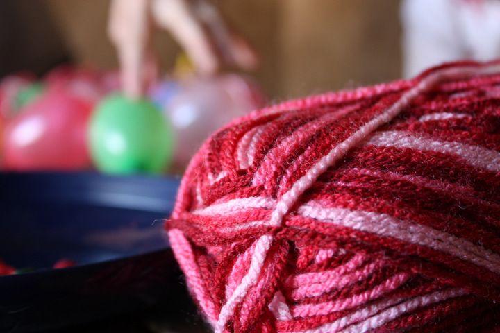 Yarn Ball Ornaments Made Easy - MommypotamusMommypotamus |