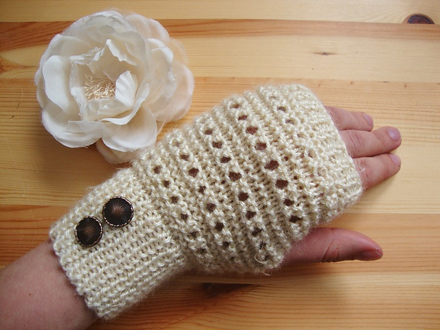 1000+ images about Knit Fingerless Gloves Patterns on Pinterest