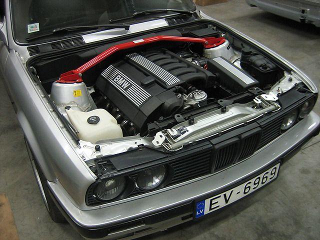 Black Coolant reservoir, E30 Air Filter Box, clean engine