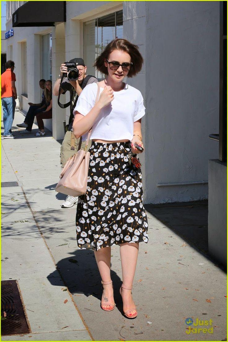 Lily Collins  chegando no Andy LeCompte Salon, em West Hollywood, na Califórnia, na quinta-feira à tarde (03 de julho).