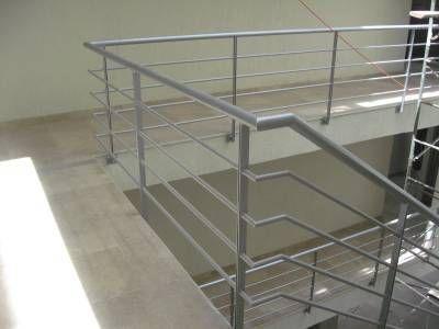 Las 25 mejores ideas sobre barandas metalicas en for Gradas metalicas para casas