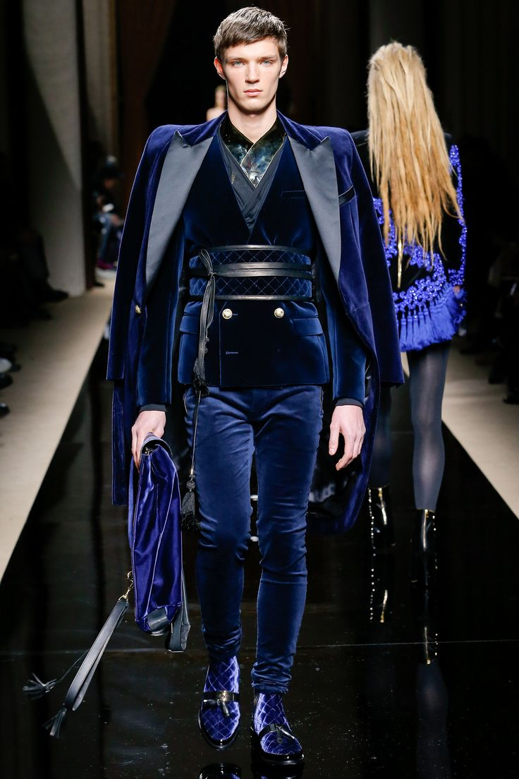 Balmain F/W 2016 Menswear Fashion Show. ( great shape and style I would like it more if it was in different materials