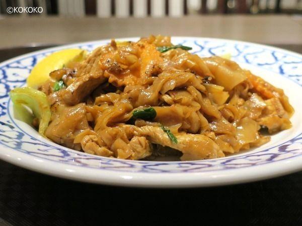 ラーンナー タイレストラン - パッシーュ(タイ風豚肉焼きうどん)