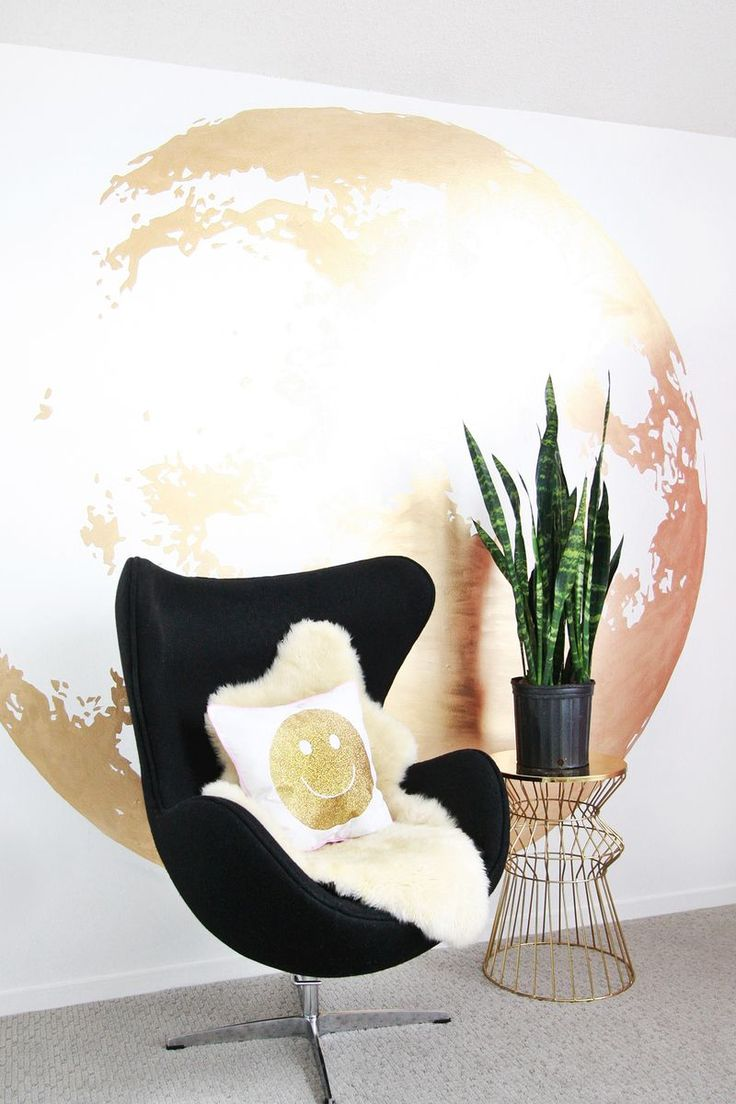 Not sure what to do with that empty wall? The bloggers from A Beautiful Mess used Martha Stewart Crafts Liquid Gilding to create a unique and beautiful wall decoration. #marthastewartcraftsGold Moon, Ideas, Diy Gold, Wall Murals, Moon Wall, Beautiful Mess, Diy Wall Art, Wall Abeautifulmess Com, Abeautifulmesscom