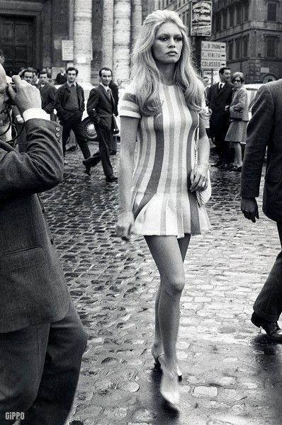 Miniskirts years 60s 70s • Minidress pictures gallery years sixties seventies - Galleria immagini minigonne anni 60 70