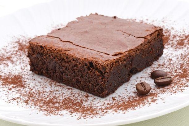 Vanto della città di Modena, l'omonima torta si realizza cominciando a fondere in un pentolino il cioccolato fondente a bagnomaria. Una volta fuso, ritira