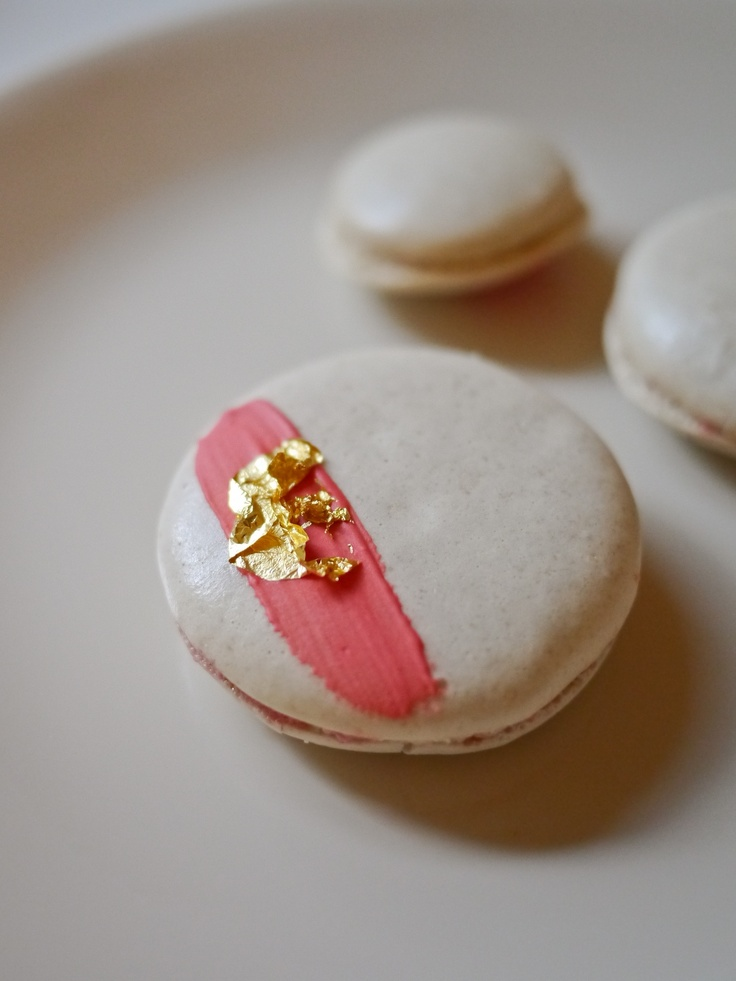 ... about macaron on Pinterest | Meringue kisses, Bakeries and Macaroons