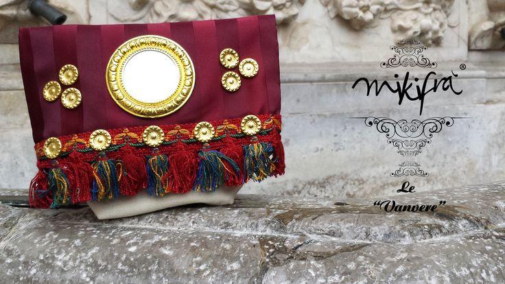 Le Vanvere di Mikifrà. Carretta: Mini Bag in tessuto rigato bordeaux e cotone avorio con passamaneria a frange nappinate. Specchietto e rosette dorate in stile siciliano.
