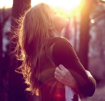 Bem me quero, bem me amo, bem me gosto... Não é arrogância o nosso próprio bem querer, é encantador! Uma pessoa que quer o bem dela ao extremo, irradia vida, transborda sentimentos e pode incomodar muito. Alguém que respira bondade e sorriso não sofre da fadiga de viver, mas pode infringir as caras feias. Bem me quero em todos os momentos, e se não agrado, bem me amo, sem beijinho no ombro, pois prefiro um beijo de acolhimento, porque…