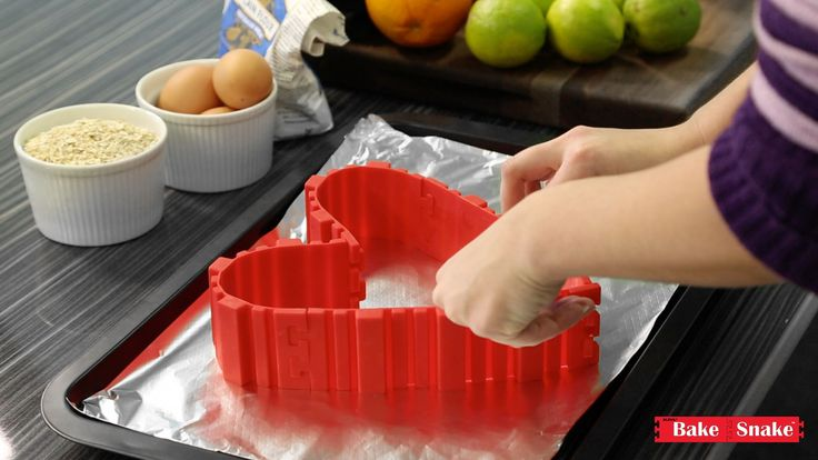 Connect 4 Bake Snake™ together and you can form shapes such as heart cakes, round cakes, square cakes, diamond cakes and MORE! Imagine the possibilities if you added more Bake Snake™