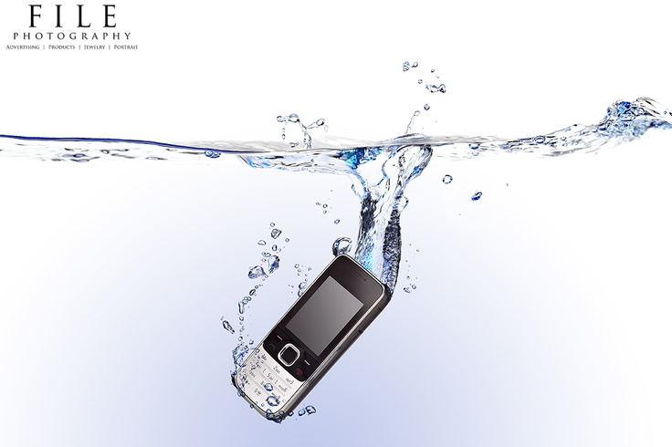 Cell phone into the water!  Studio splash photography  www.filephotography.gr