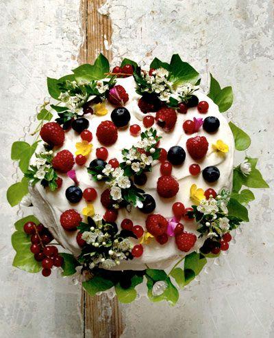 Sites We Love: Manger - Saveur.com: Gardens Cakes, Berries Cakes, Cakes Recipes, Fruit Cakes, Cakes Decor, Wedding Cakes, French Gardens, Flowers Cakes, Mimi Thorisson