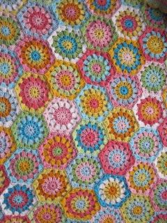Baby blanket hexagon, free charts by JanitaM @ Haak Maar Aan.