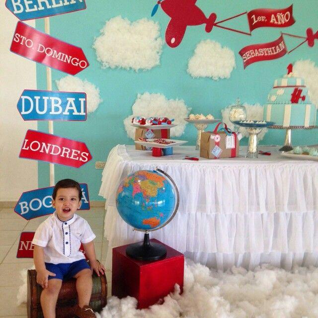 1er. Cumpleaños Baby Sebasthian / tematica aviones / aeroplano / airplane theme birthday / dessert table / mesa de dulces / treats table / handmade / equipaje / luggage / cake / pastel / cookies / galletitas / clouds / nubes / mapamundi / travel theme / tema viajero