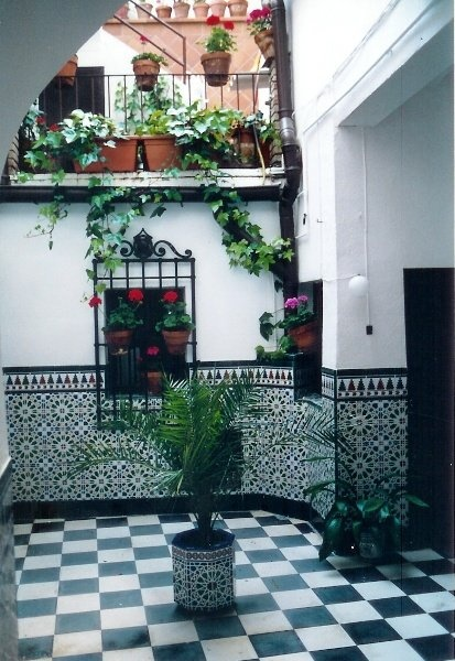 Patio de casa en toledo espa a 2000 por el mundo for Casa y jardin madrid
