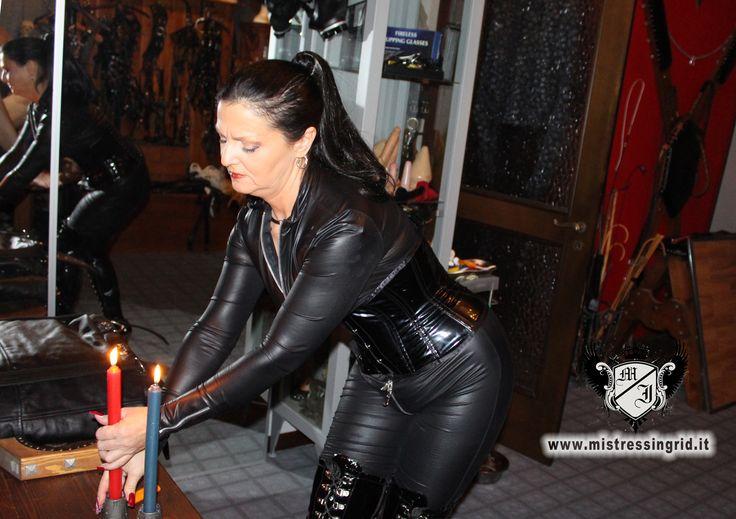 Padrona Ingrid, Mistress a Milano, preparativi per tortura con cera bollente. http://www.mistressingrid.it