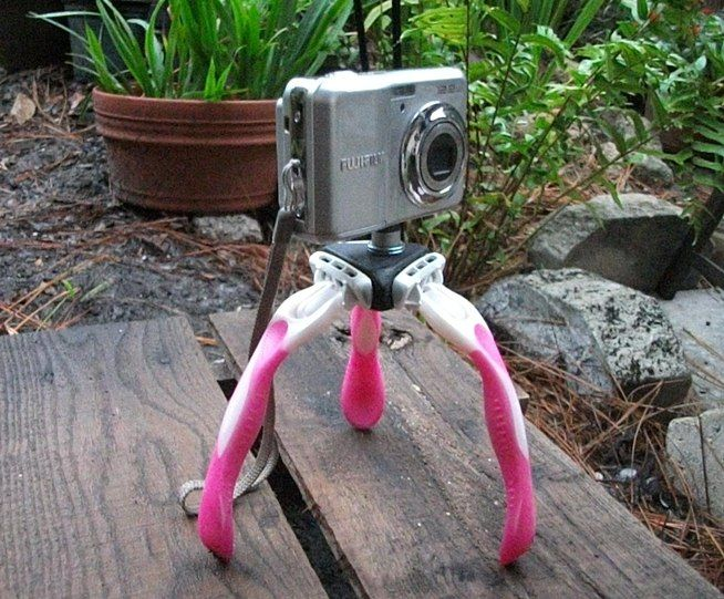 How to Make a Mini DIY Camera Tripod Using Old Disposable Razors « Photography