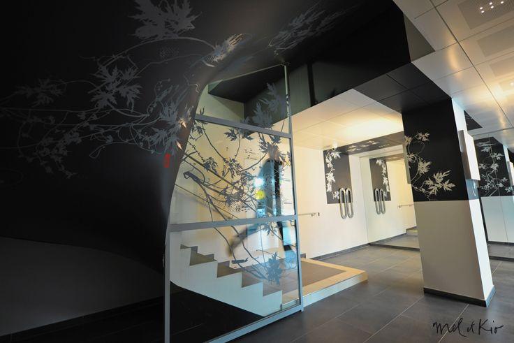 Décoration murale sur mesure escalier entreprise siège social Caisse d'Epargne Picardie by Mel et Kio