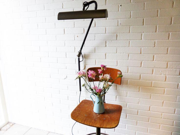 www.studiogespuis.nl #flowers # worklight #fabriekslamp