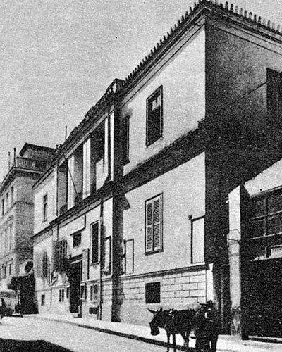 Τα πιο παλιά σπίτια της πόλης χρονολογούνται από τον 17ο αιώνα, και έχουν να μας διηγηθούν υπέροχες ιστορίες με σπουδαίους πρωταγωνιστές. της Ηρώς Κουνάδη Πότε κτίστηκε το πιο παλιό σπίτι της σύγχρ…