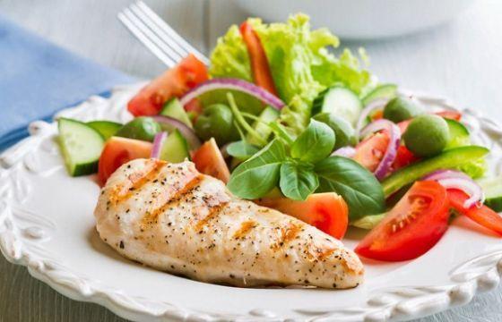 Un semplice esempio di dieta a Zona, un menù settimanale che rispetta le indicazioni percentuali di 40-30-30 di carboidrati, proteine e grassi