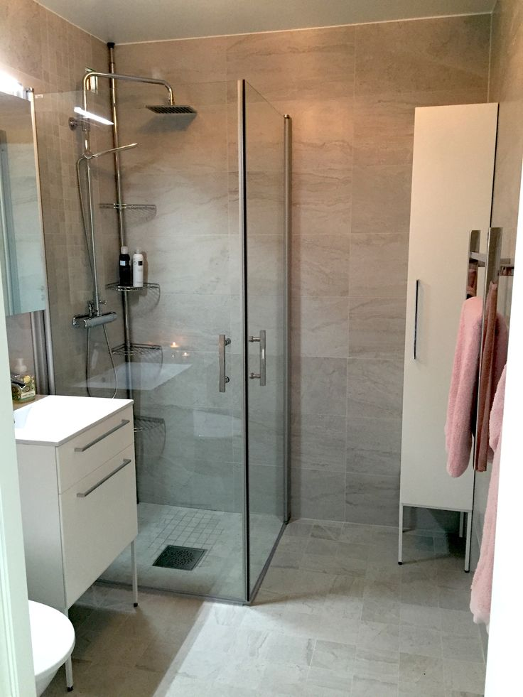 Thanks Maria in Strängnäs for the picture: Side Vanity Unit 510, Snow White/Side Stand 500, White/Side High Cabinet 300, Snow White/Side Stand 300/Handle Level 320, Chrome.