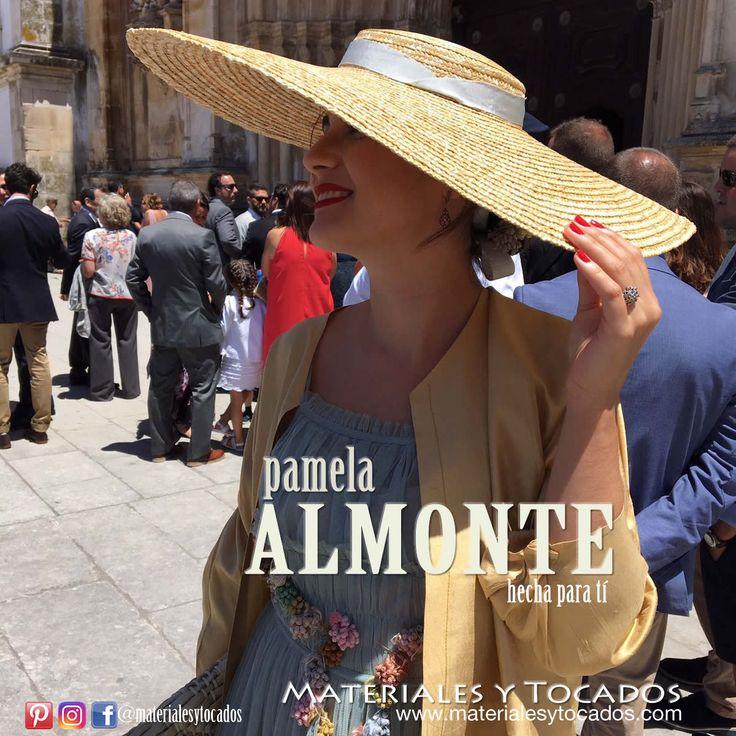 Otra preciosa vista de Carmen con nuestra pamela ALMONTE hecha en paja natural de alta calidad. 👒 😇 Disponible en nuestro catálogo online en www.materialesytocados.com  #Pamelas #tocados #handmade #DIY #hechoamano #Almonte #verano2017 #summer #picoftheday #bodas #bodaelegante #invitadaelegante #invitadaperfecta #Sevilla #tomares #materialesytocados