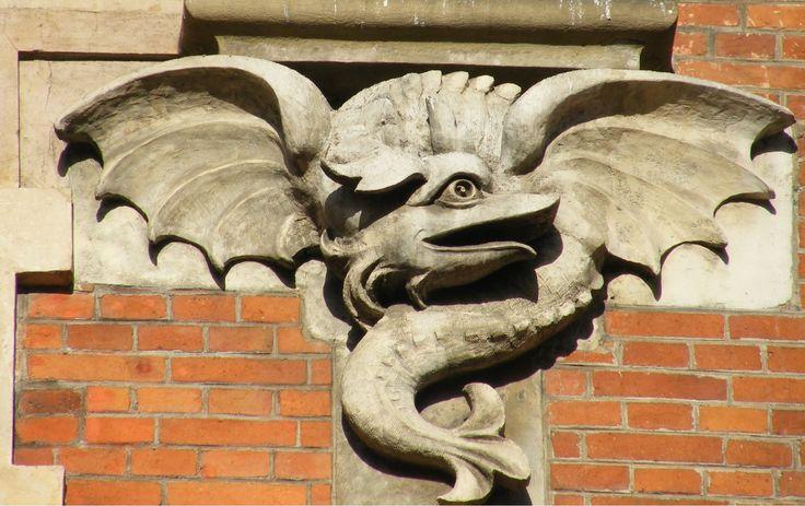 Dragon sculpture on Talowski's apartment building Under the Spider (Pol. Pod pająkiem) on Karmelicka Street