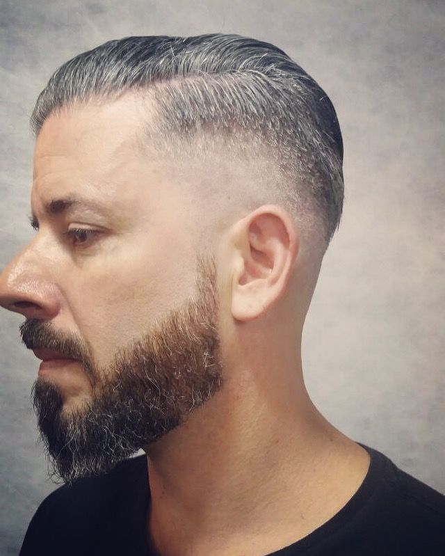 Barba, cabelo e bigode na barbearia Circus Augusta com a profissional @theresa22_loreto ✂️🎪💈 Agendamento prático pelo site do Circus em www.circushair.com ✂️ #circushair #circusaugusta #barbeariacircus #barber #barbershop #barberlovers #barbeiras