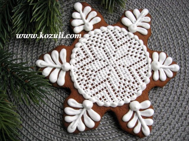 Royal icing lace cookies, embroidery cookie, needlepoint pattern with Royal Icing. Cookie decorating with royal ising. Snowflake cookie / Пряники с вышивкой, имбирное печенье с вышивкой, имбирные пряники с вышивкой. Айсинг кружево, вышивка. Пряник Снежинка