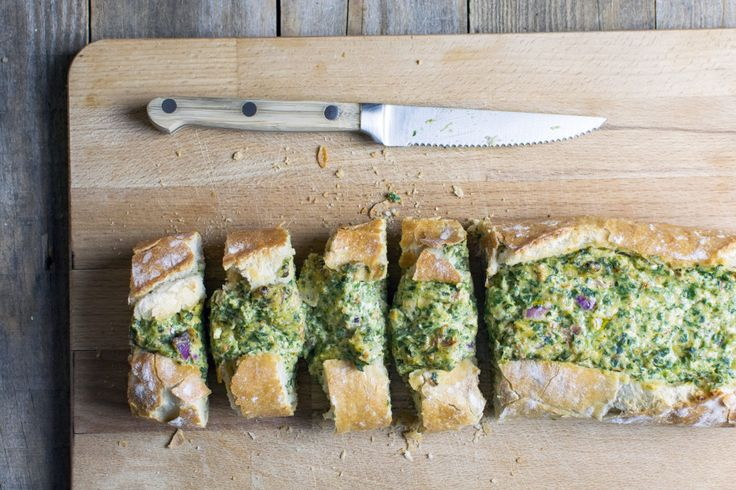 gevuld brood met kaas en spinazie