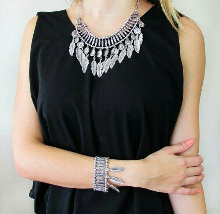Encuentra este hermoso collar www.urkuninamodas.wix.com/superaccesorios O en  nuestro wapp +573163113430  #hechoencolombia
