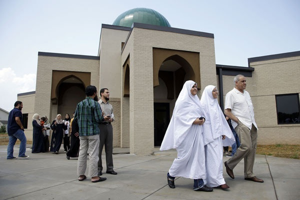 A week before Ramadan ends, disputed Tennessee mosque opens doors
