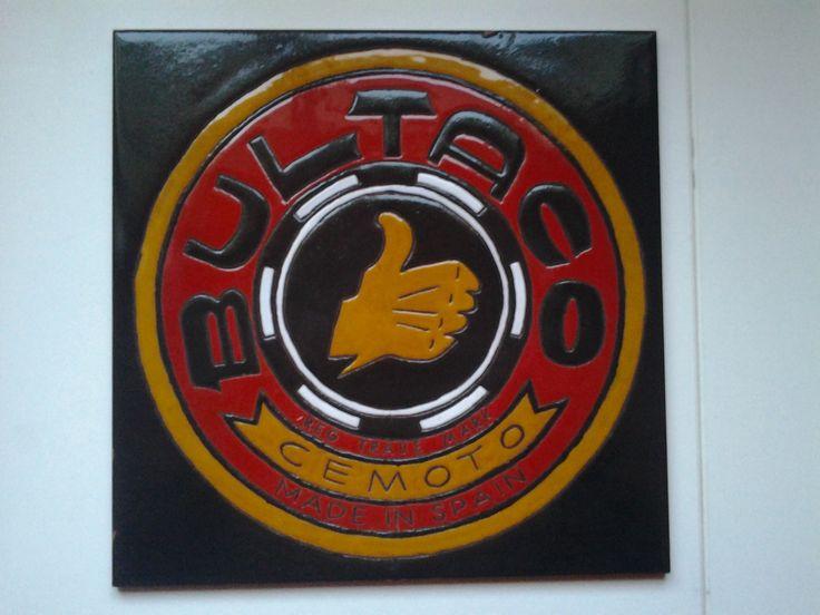Reproducción de este bonito logo de la moto Bultaco en azulejo de 30x30cms.