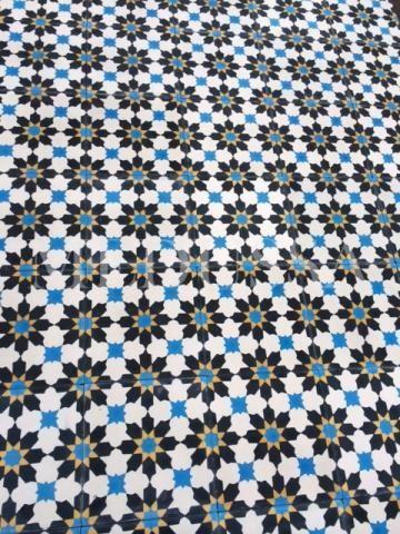 Leuke nieuwe patroontegels...ideaal voor al uw vloeren. Maar ook om bijvoorbeeld een soort van tapijt te creëren in uw bestaande vloer... www.medussa.be