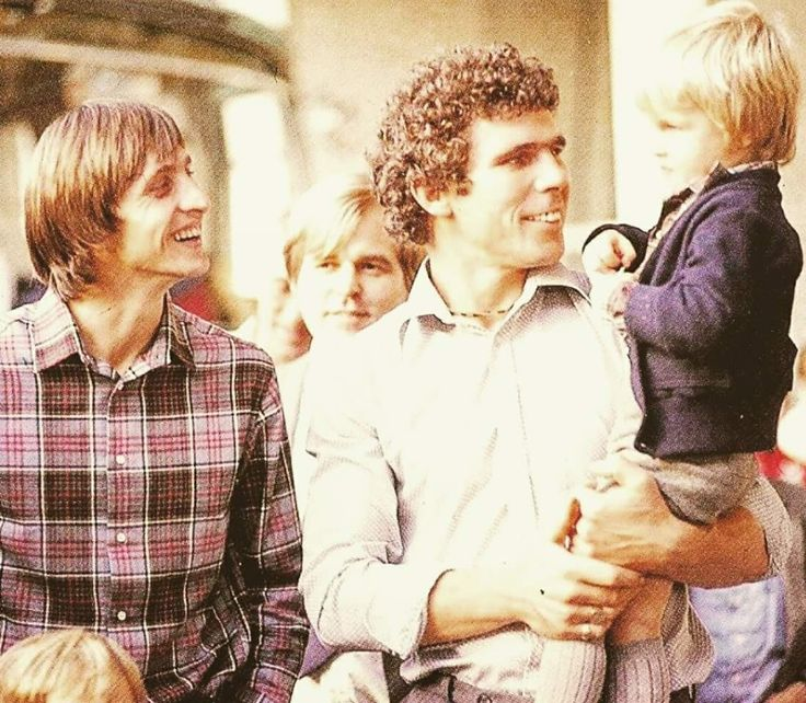 Willem van Hanegem holding young Jordi during friendly stay with the Cruyff-family in Barcelona (1978)