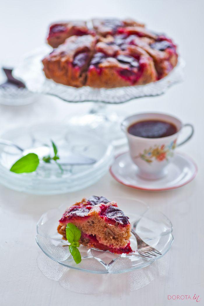 Proste i bardzo smaczne ciasto ze śliwkami, z opcjonalnym dodatkiem orzechów i żurawiny.  http://dorota.in/ciasto-ze-sliwkami/  #ciasto #kuchnia #przepis #sliwki #deser