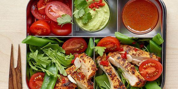 Salade met kip, cajun en guacamole