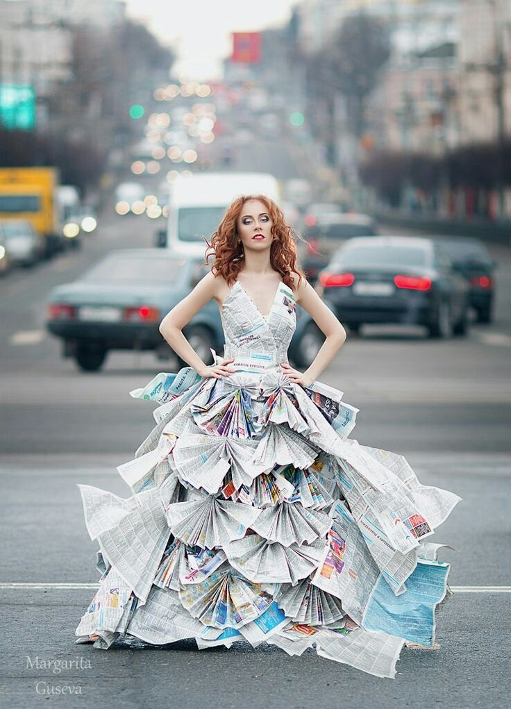 city dress newspaper girl russian город платье из газет