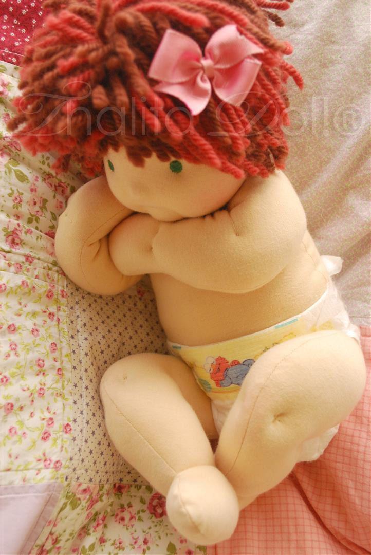Thalita Dol: Bonecas Waldorf - Waldorf baby doll - love the dimpled knees!