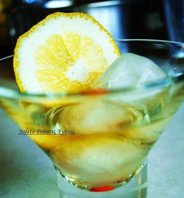 Ένα πολύ αρωματικό και δροσιστικό ποτό , που θα γίνει αγαπημένη σας συνήθεια! Υλικά : 5 λεμόνια 700 ml τσίπουρο , ή βότκα , ή οινόπνευμα ποτοποιίας. 450 ml νερό 3 κουταλιές της σούπας στέβια κρυσταλλική 95% Σ' ένα γυάλινο βάζο ρίχνουμε το τσίπουρο . Μ' ένα κοφτερό μαχαίρι κόβουμε από τα λεμόνια μας με…