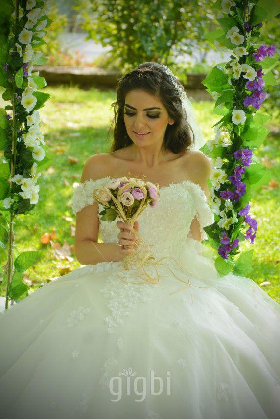 Dış Mekan Fotoğrafçısı Füsun Özbek - En İyi Bornova Düğün Fotoğrafçıları gigbi'de